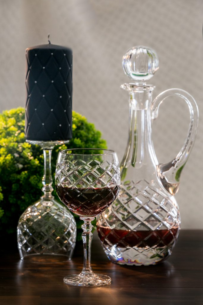 karafka i kieliszki do wina